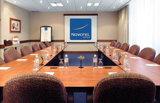 Conference room Novotel Toronto North York