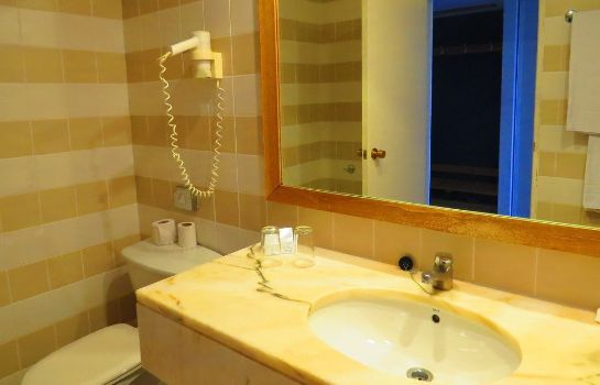 Bathroom Alfamar Beach & Sport Resort