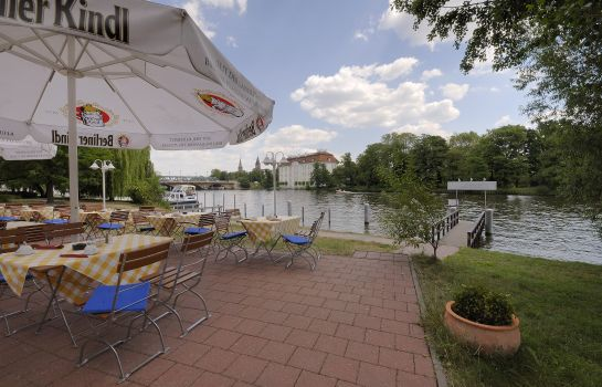 Terrasse Hotel am Schloss Köpenick Berlin by Golden Tulip