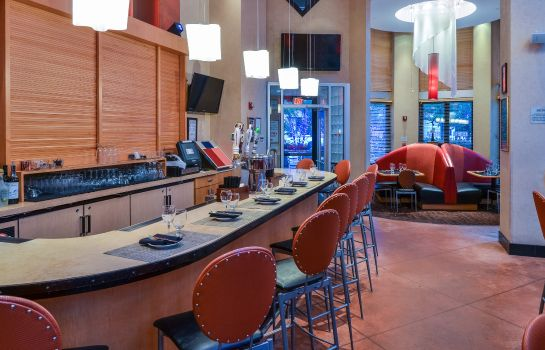 Hotel-Bar Beacon Hotel & Corporate Quarters