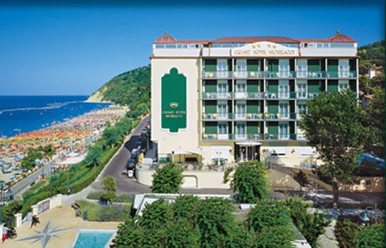 Exterior view Grand hotel Michelacci