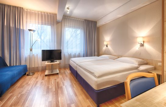 Dreibettzimmer enjoy Berlin City Messe