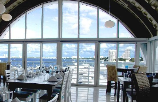 Restaurant DoubleTree by Hilton Grand Hotel Biscayne Bay