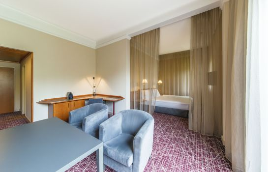 Suite NH Prague City