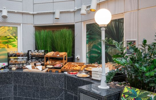 Breakfast buffet Thon Hotel Cecil
