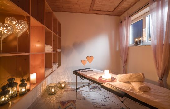 Massage room Hotel Karlwirt