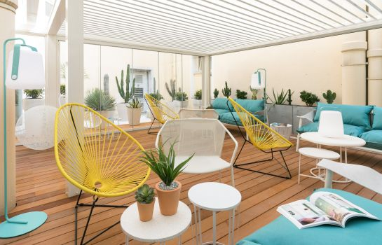 Terras The Deck Hotel by HappyCulture