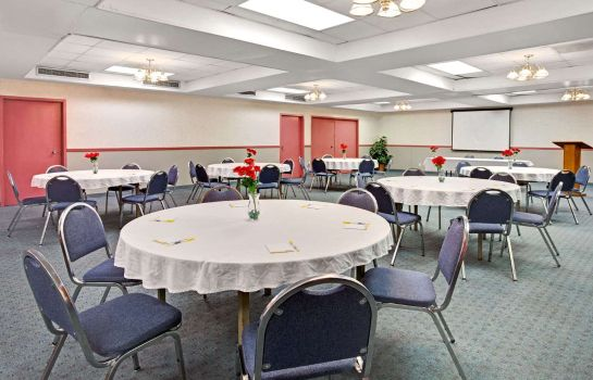 Conference room DAYS INN LIVONIA