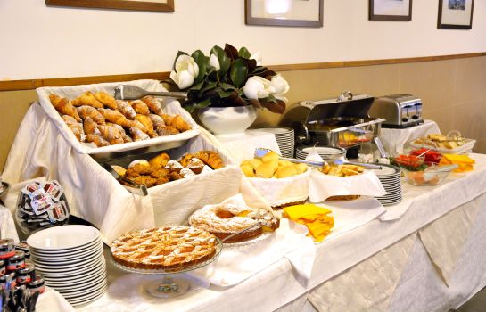 Breakfast buffet Ghironi Hotel