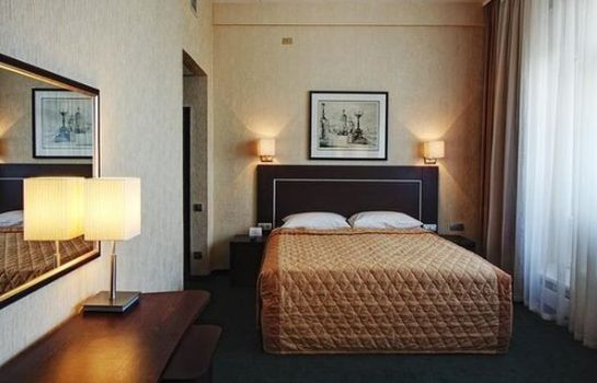Single room (superior) Aerostar Hotel