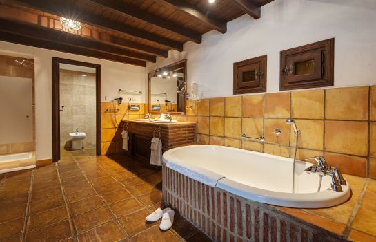 Bagno in camera La Bobadilla a Royal Hideaway Hotel