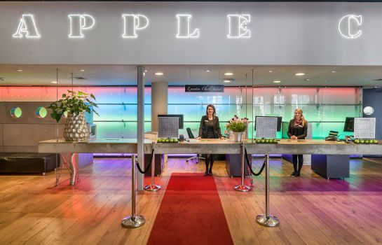 Reception Select Hotel Apple Park Maastricht