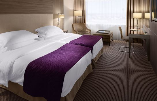 Four-bed room Radisson Blu Hotel Manchester Airport