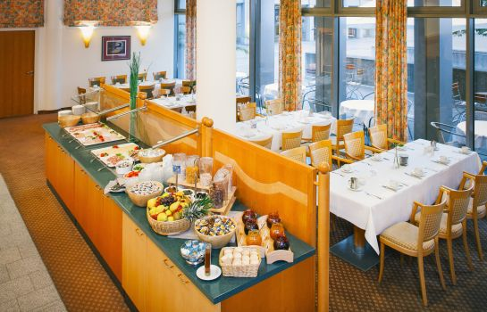 Breakfast buffet Vienna House Easy Trier