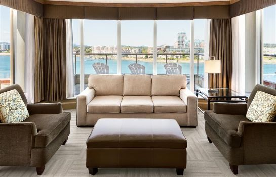 Suite COAST VICTORIA HOTEL AND MARINA BY APA