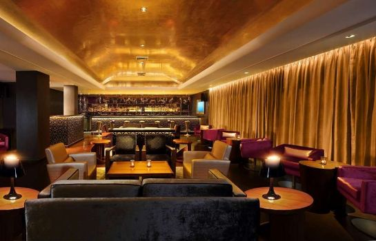 Hotel bar The Claridges New Delhi