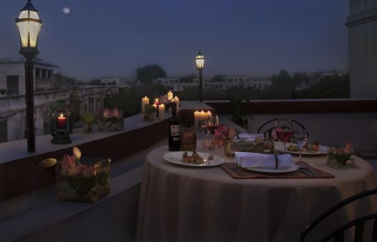 Restaurant Vivanta Ambassador New Delhi
