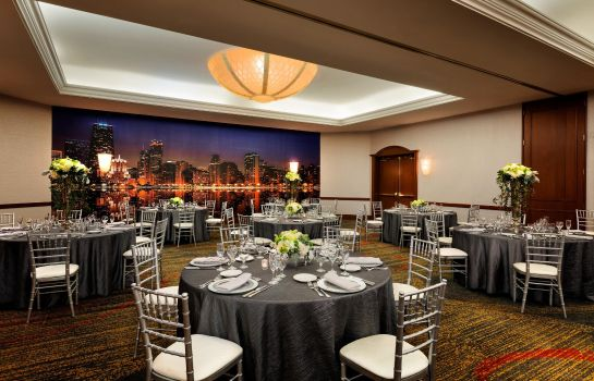 Info Hilton Chicago-Magnificent Mile Suites
