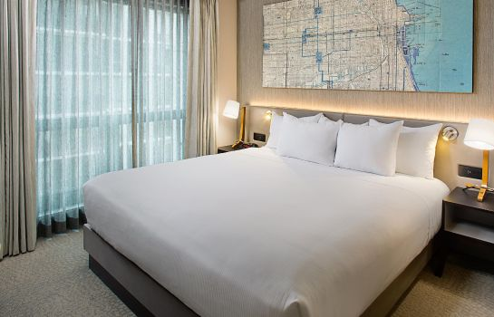 Room Hilton Chicago-Magnificent Mile Suites