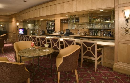 Hotel bar DoubleTree by Hilton Hotel Denver