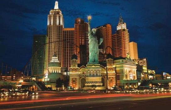 Buitenaanzicht MGM New York New York Hotel and Casino