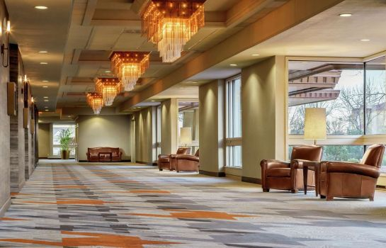 Lobby DoubleTree by Hilton Colorado Springs