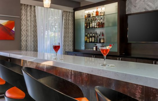 Hotel bar DoubleTree by Hilton Atlanta Airport