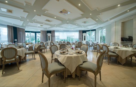 Restaurant Le Chateau du Clos de la Ribaudiere Chateaux & Hotels Collection