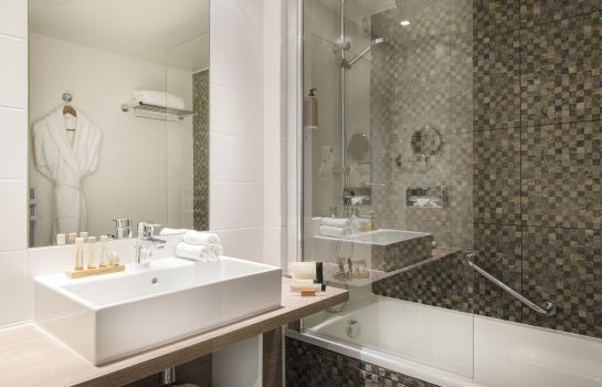 Bagno in camera Best Western Plus Paris Val de Bievre