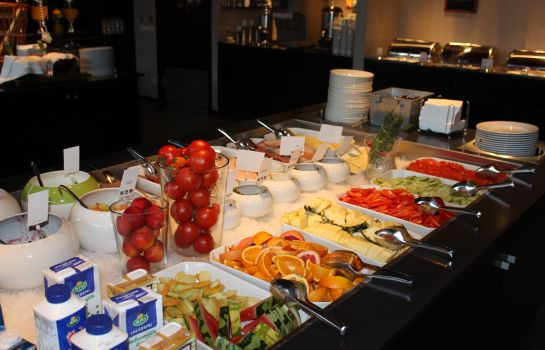 Breakfast buffet Quality Hotel 11