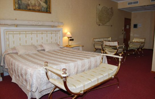 Suite Hotel Villareal Palace
