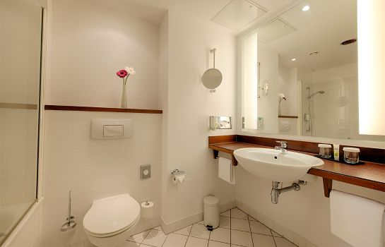 Bagno in camera ACHAT Hotel Offenbach Plaza