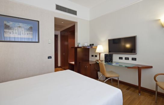 Double room (standard) NH Milano Machiavelli