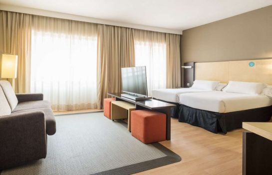 Zimmer Ilunion Suites Madrid