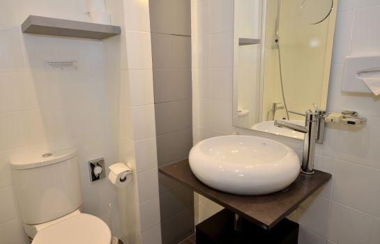 Hotel Jardin De Villiers Logis Paris Hotel Info