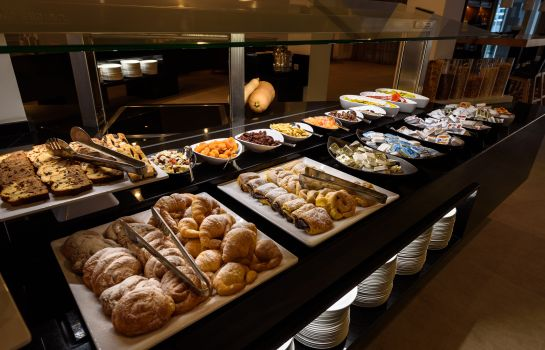 Breakfast buffet RD Mar de Portals Adults Only