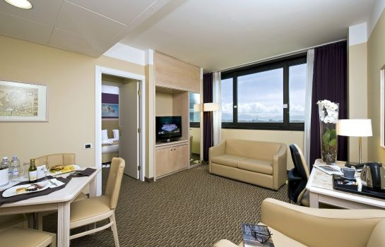 Suite Holiday Inn NAPLES