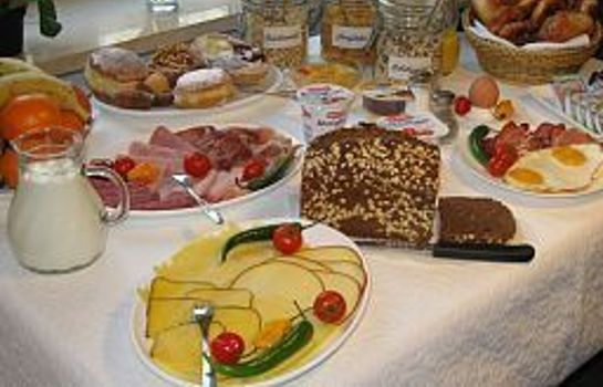 Breakfast buffet Occam Garni