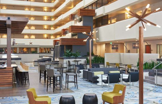 Hotelhalle DoubleTree by Hilton Fresno Convention Center