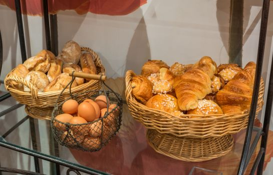 Breakfast buffet Neuilly Park