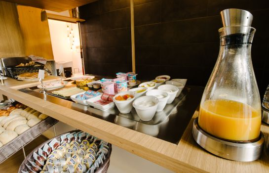 Breakfast buffet Atypik Hotel