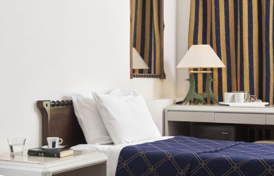 Four-bed room Best Western Candia