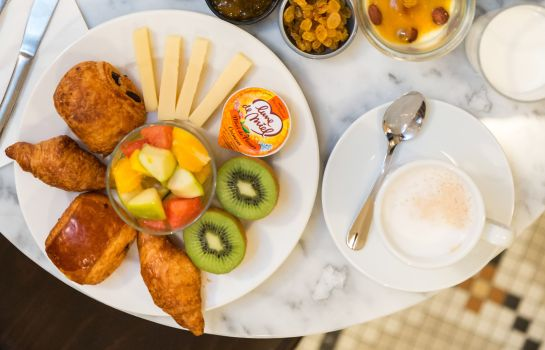 Breakfast buffet Hôtel Silky by HappyCulture