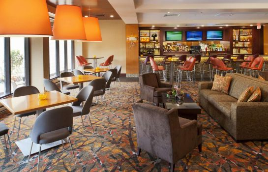 Hotel bar DoubleTree by Hilton Hotel St. Louis - Chesterfield