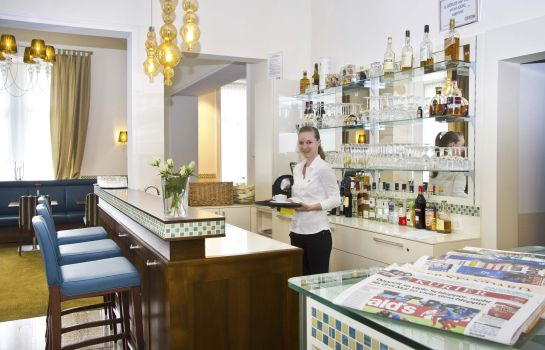 Bar del hotel HiLight Suites Hotel