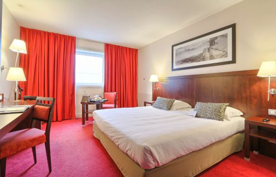Double room (standard) GOLDEN TULIP PARIS CDG AIRPORT VILLEPINTE