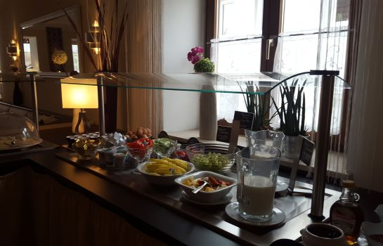 Breakfast buffet Hallbergerhof Hotel & Hostel