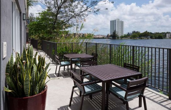 Vista exterior Homewood Suites Miami Airport-Blue Lagoon