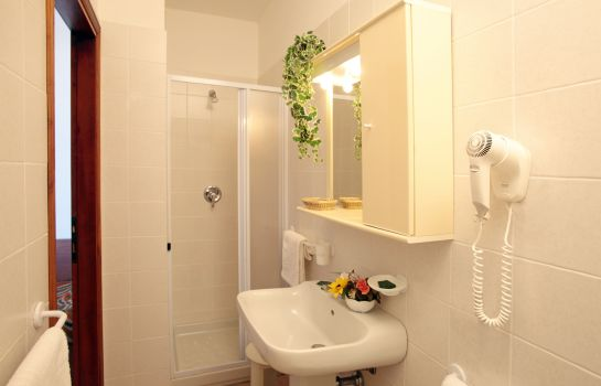 Bathroom Tris Residence