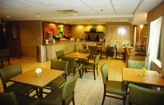 Hall La Quinta Inn and Suites Boston Somerville